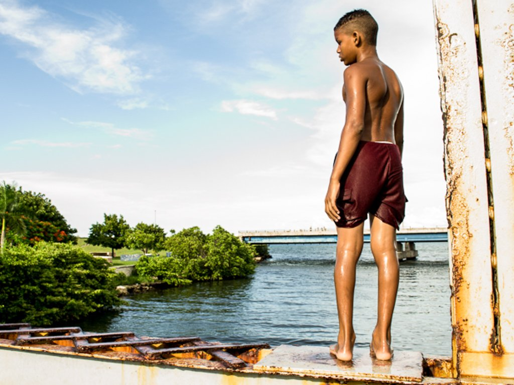 A boy on a bridge at Matanzas city